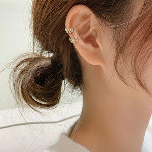 Rhinestone Leaf Ear Cuff (1 pc.)